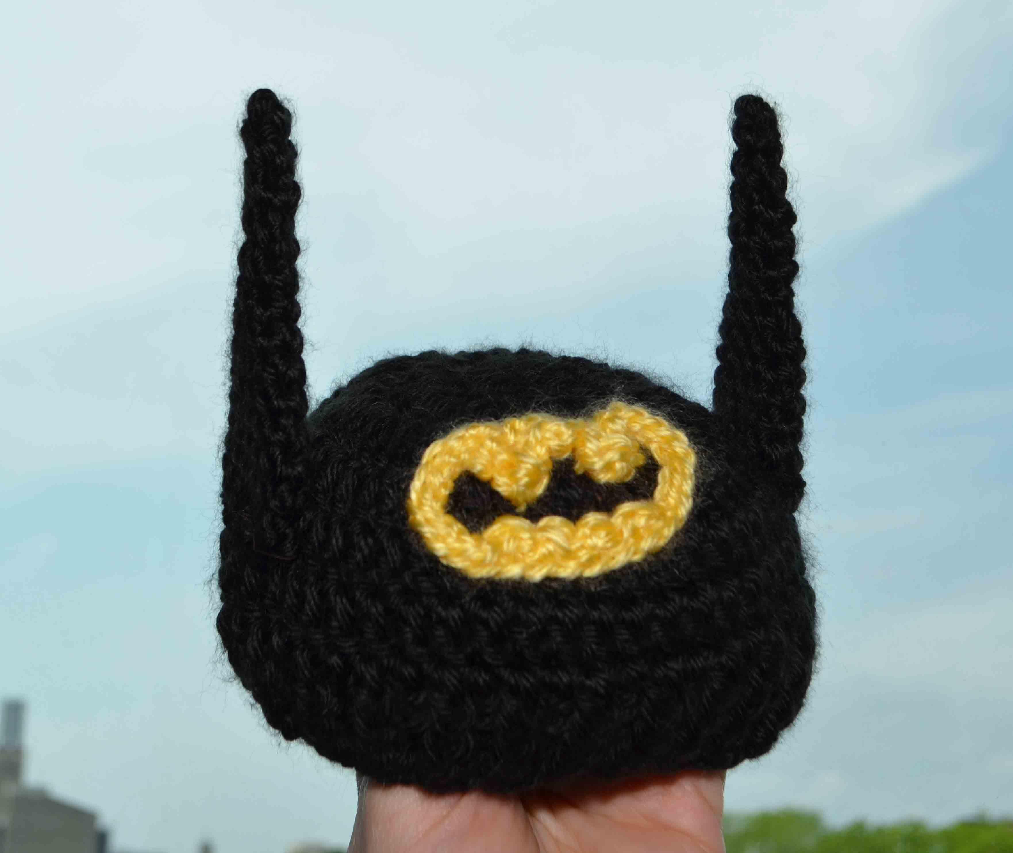 Worlds tiniest batman costume crochet baby beanie diy geekery batman baby beanie with ears dt1010fo