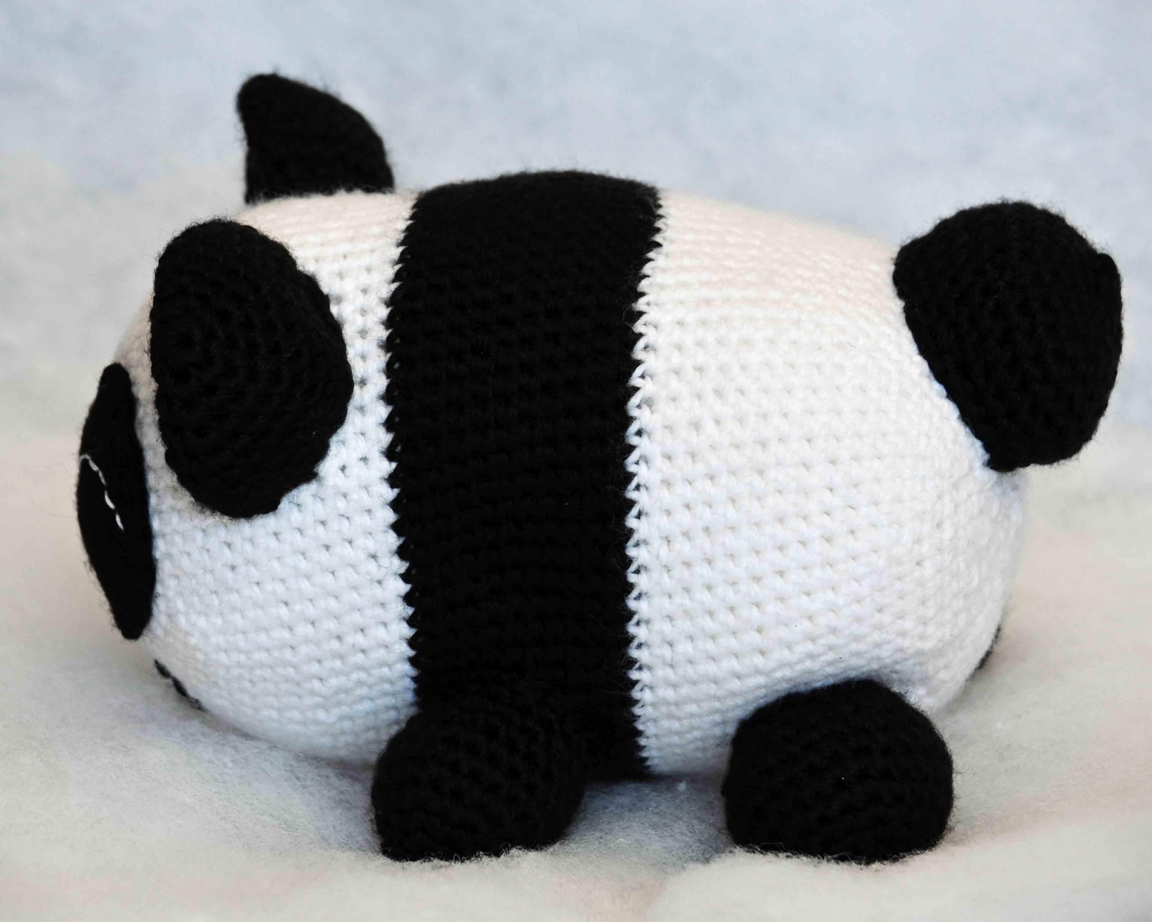 Free Crochet Panda Afghan Patterns : Baby Panda Amigurumi Pattern ? DIY Geekery