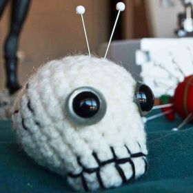 Skull pincushion square 2