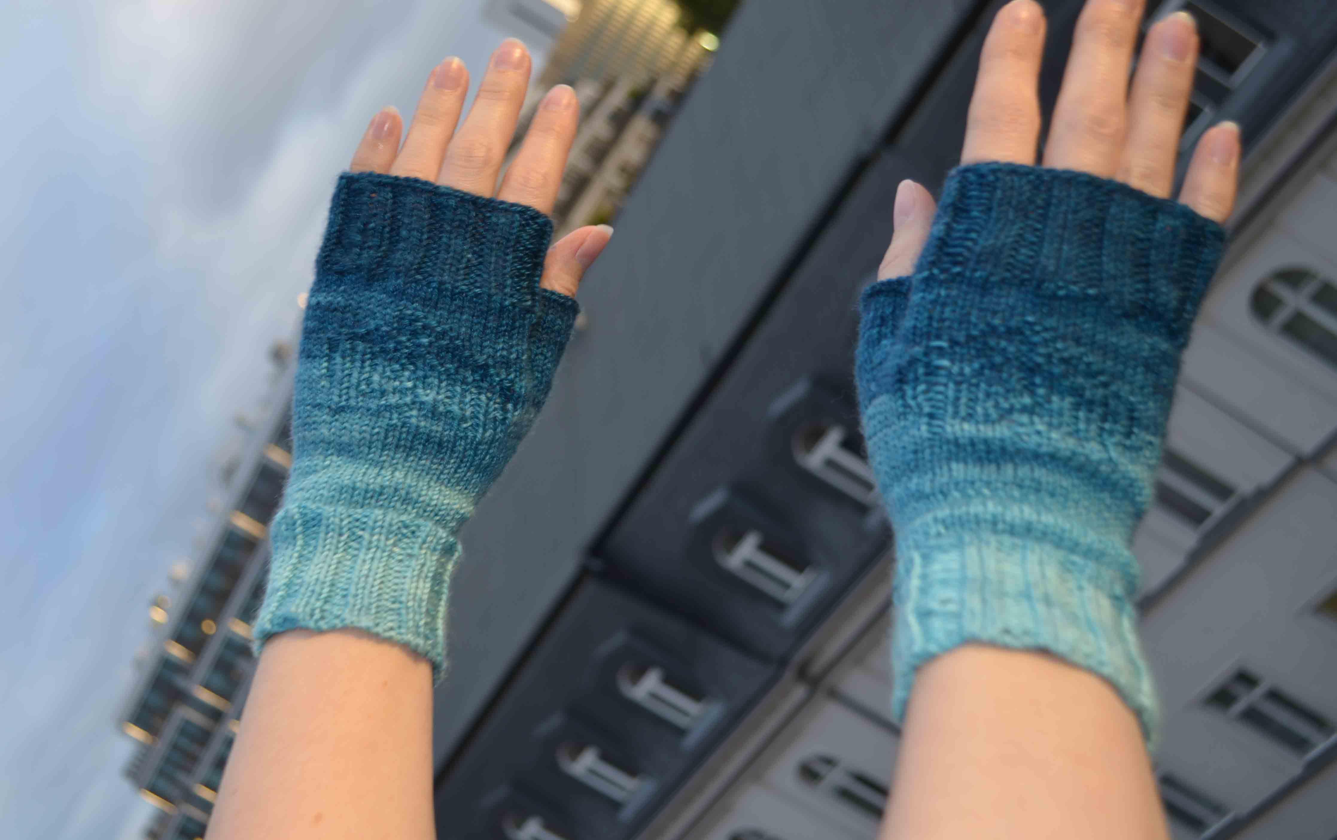 Fingerless gloves for gaming - Little Dragon Mitts